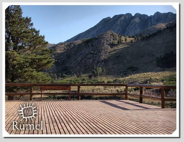 Detras se puede apreciar el Cerro Ventana.